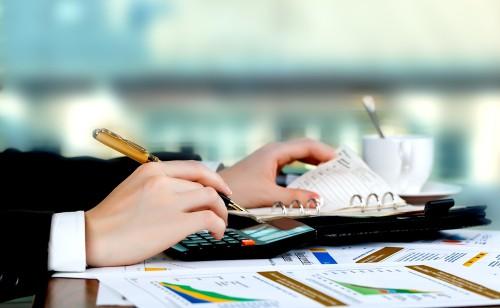 Rozliczanie miesięcznych dochodów w biurze księgowym Polaccount